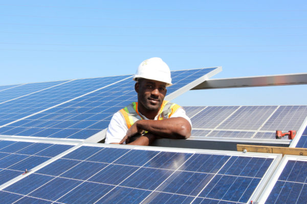 RichmondBUILD worker installing solar panels. (Photo by MCE)